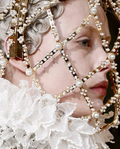 lavandula:  frida gustavsson at alexander mcqueen autumn/winter 2013-2014