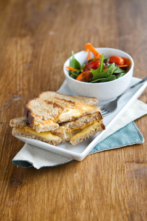 yummyinmytumbly:  Hummus and Grilled Cheese Sandwich