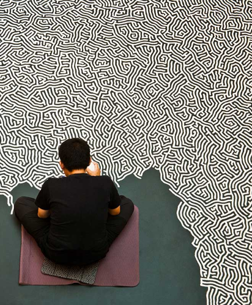hifructosemag:  pikeys:  Motoi Yamamoto working on 'Labyrinth'   Salt sculptor.