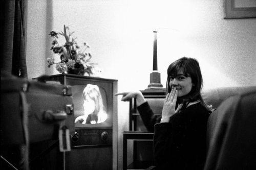 theswinginsixties:  Françoise Hardy watching herself on television.