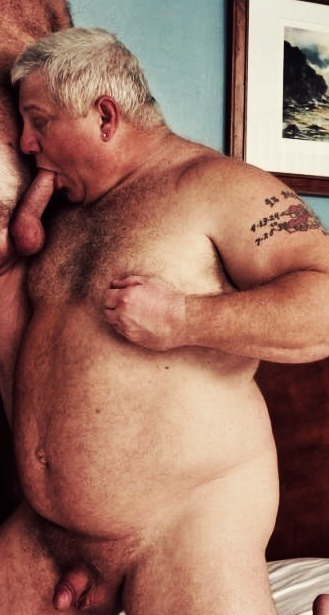 housebearsofatlanta:  Marine daddy loves to suck