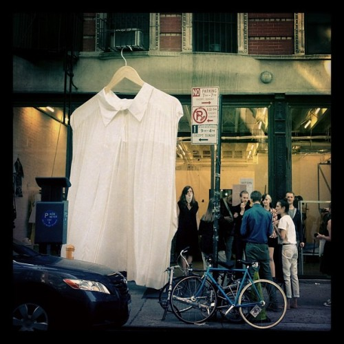 That's a large shirt. #maryamnassirzadeh #NYC #fashion #gefühl (at Maryam Nassir Zadeh)