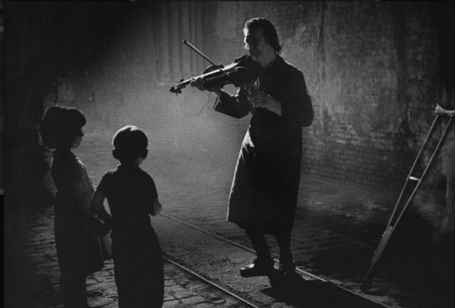 pedro luis raota musician violinist children playing violin violin childhood crutches street scene use of light