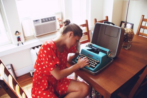 youthesty:  I reakon it'd be cool to have a type writer like this, excpet for the fact that you can't backspace :(