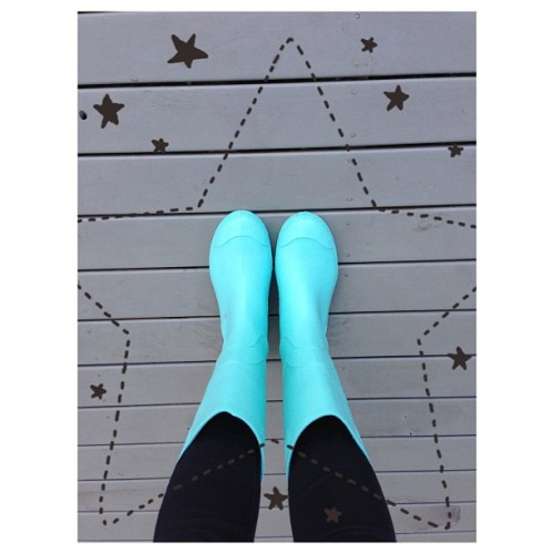 it rained and i got to wear the mint wellies ʕ•ᴥ•ʔ