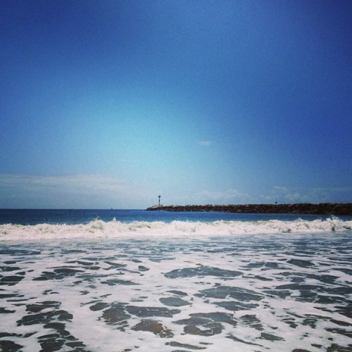 I miss the damn #beach :( #california #water #sand #bluesky #vacation I think this is either Newport or corona del mar lol