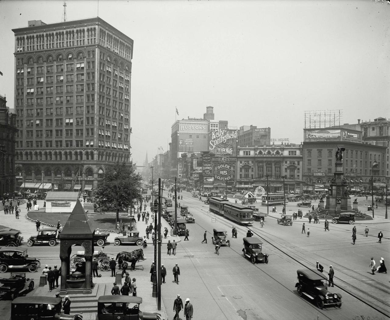 Looking up Woodward Avenue, Detroit, Michigan, ca. 1917