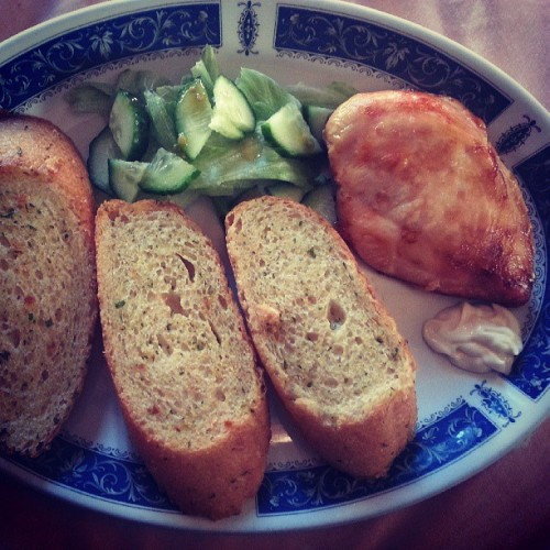 chicken, garlic bread, lettice, cucumber and mayo. nom