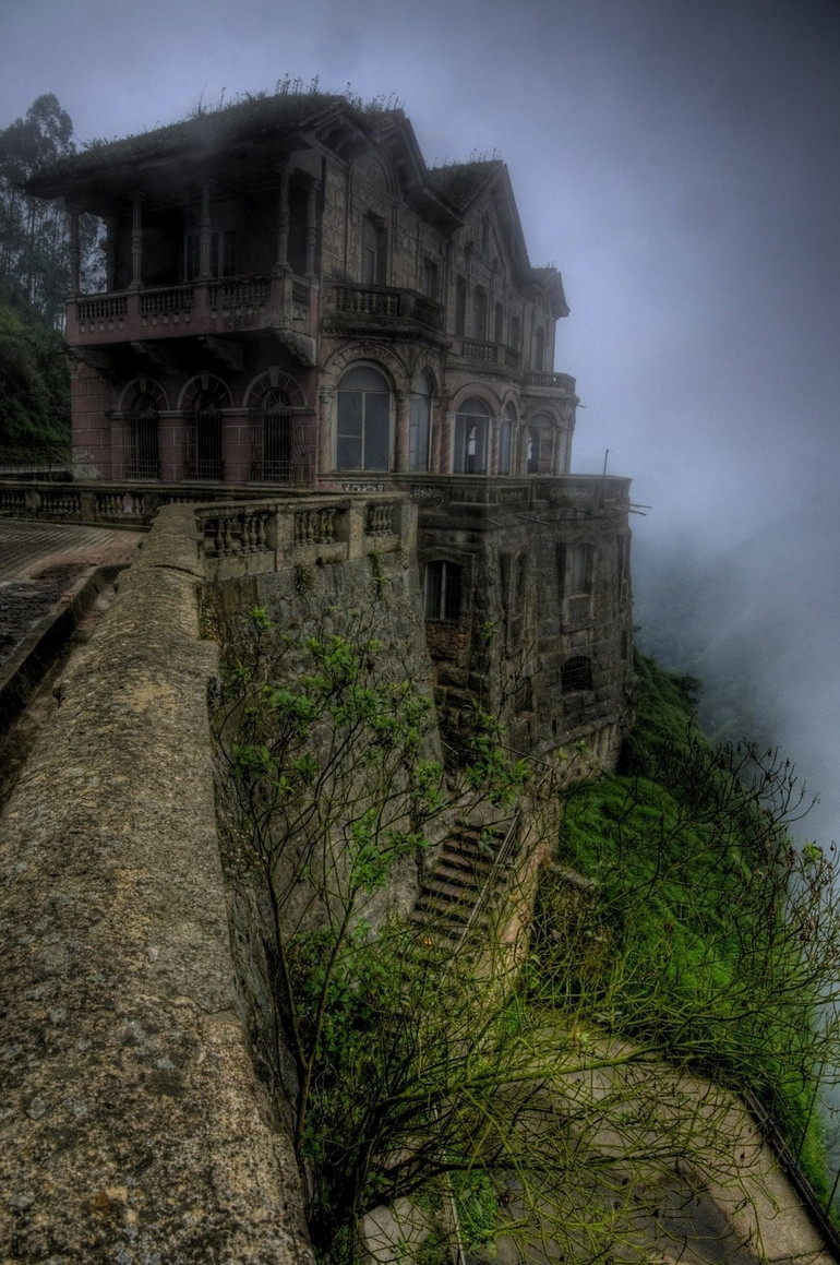 josiah-ace:  The Hotel del Salto Tequendama Falls, Bogotá River, Colombia