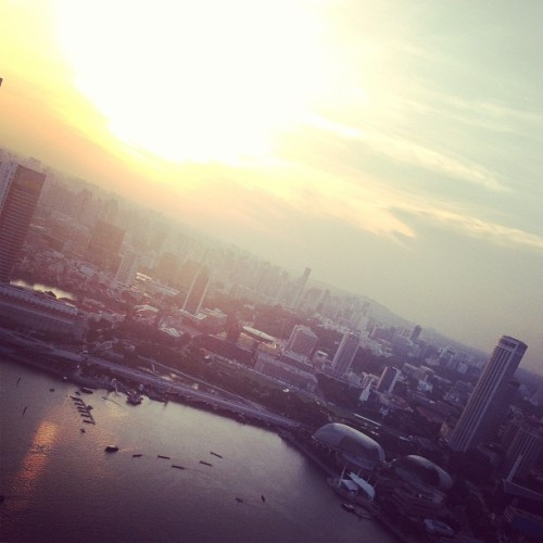 Singapore Sunset. #indieinsingapore GET MORE: www.instagram.com/fashionindie