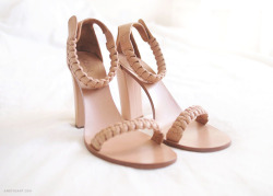 what-do-i-wear:  CHLOÉ Sandals  (image: andyheart)