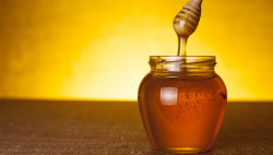 mothernaturenetwork:  'Honey laundering' an international scandal Food experts have found that much of the honey sold in the U.S. is a concoction of corn or rice syrup, malt sweeteners and a small amount of genuine honey. Worse, some honey — much of which is imported from Asia — has been found to contain toxins like lead and other heavy metals, as well as drugs like chloramphenicol.  Günaydın amerika…