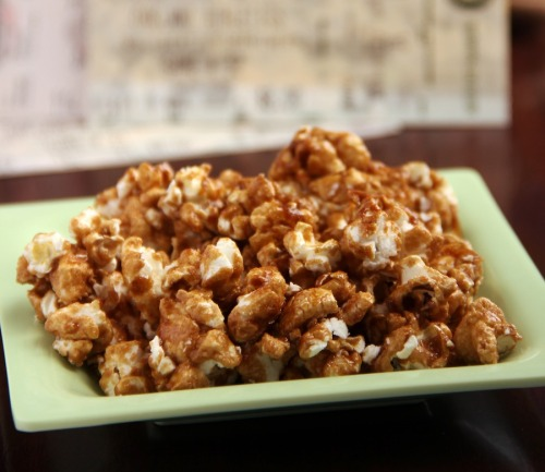 findvegan:  Lightened cracker jacks. Sweet, crunchy, and addicting!