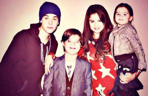 si-love-music:  How cute , make me imagine Jelena as a mother and father