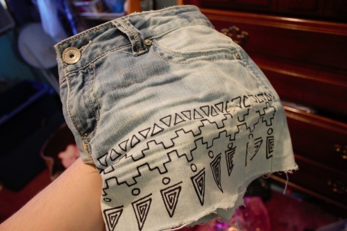 heartmeanseverythiiing:  one more photo of the tribal shorts i made oops
