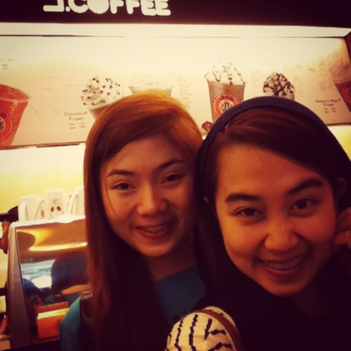 Finally! Nakapasok na kami. Clap clap at J.Co Doughnuts & Coffee