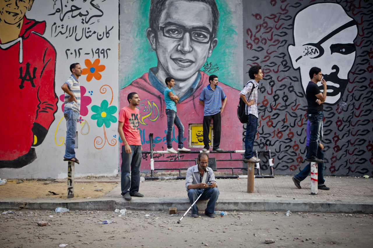 fotojournalismus:  October 12, 2012 - Cairo, Egypt: Protestors watch clashes along the heavily-graffitied Mohamed Mahmoud Street. Violence broke out between hundreds of Egyptian Liberalists and Islamists in and around Tahrir Square. Amanda Mustard is an American photojournalist based in Cairo.  www.amandamustard.tumblr.com www.amandamustardphoto.com  1,000% off-topic, but in the thumbnail I really thought that middle portrait was Gethard.