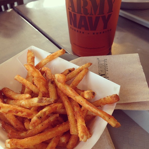 Freedom Fries and LiberTEA. Democracy can't get any better these. 😍👍😘 #foodporn #foodpornasia #burger #tacos #tea #fastfood #junk #instagood @instamood
