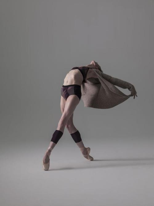 perfectballetbody:  Photo by Nisian Hughes