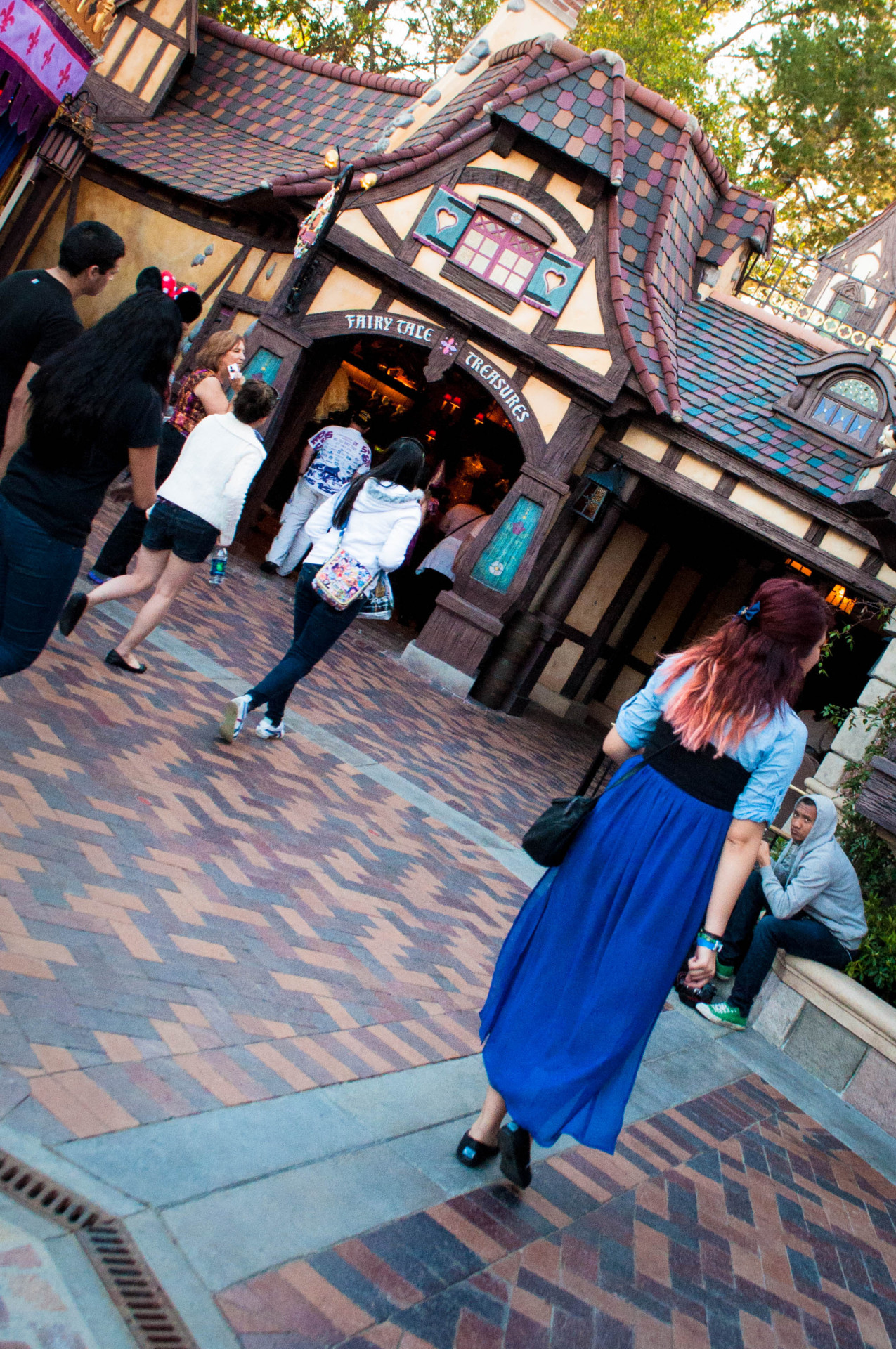 piratelle:  Ariel exploring the new fantasy faire!