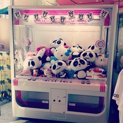 nicolaformichetti:  Nicopanda x hello kitty UFO catcher at LaForet Harajuku pop up store!! 🐼❤