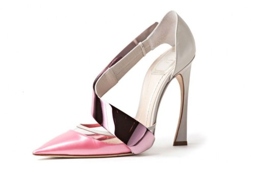 My wish list These breathtaking shoes from the Raf Simons collection for Dior are simply to die for. The heart of the curved heel, shiny leather and metallic strap give the women's classic heel a futuristic touch.