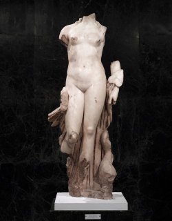 filthavenue:  Statue of Venus. 117 AD