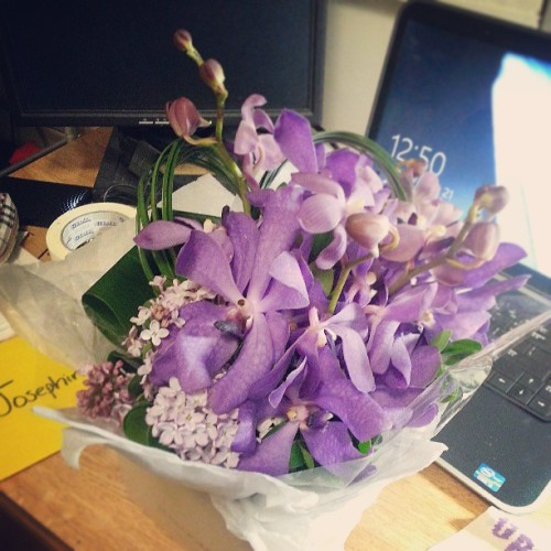 05212013 #Beautiful #Flowers From the #Best #Boyfriend @khaosnrg for Our First Real #Anniversary! :) ♥ (at Broadway Residence Hall)