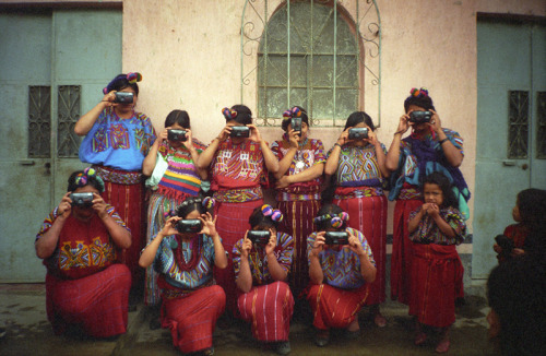 lasiguanaba:  Maya Women reversing that White Settler-Colonial Gaze.   exotic white ppl we see u