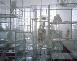incanti:  Terrence Koh - Untitled (Vitrines 5 Secret Secrets)
