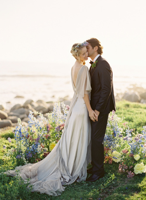fuckyeahweddingideas:  Love the simplicity in this dress, so gorgeous!