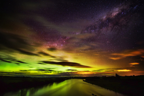 senerii:  The Southern Lights in New Zealand by Stuck in Customs on Flickr.