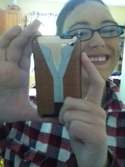 So I got my new iPod case!! (Ignore the makeup, my show's today)