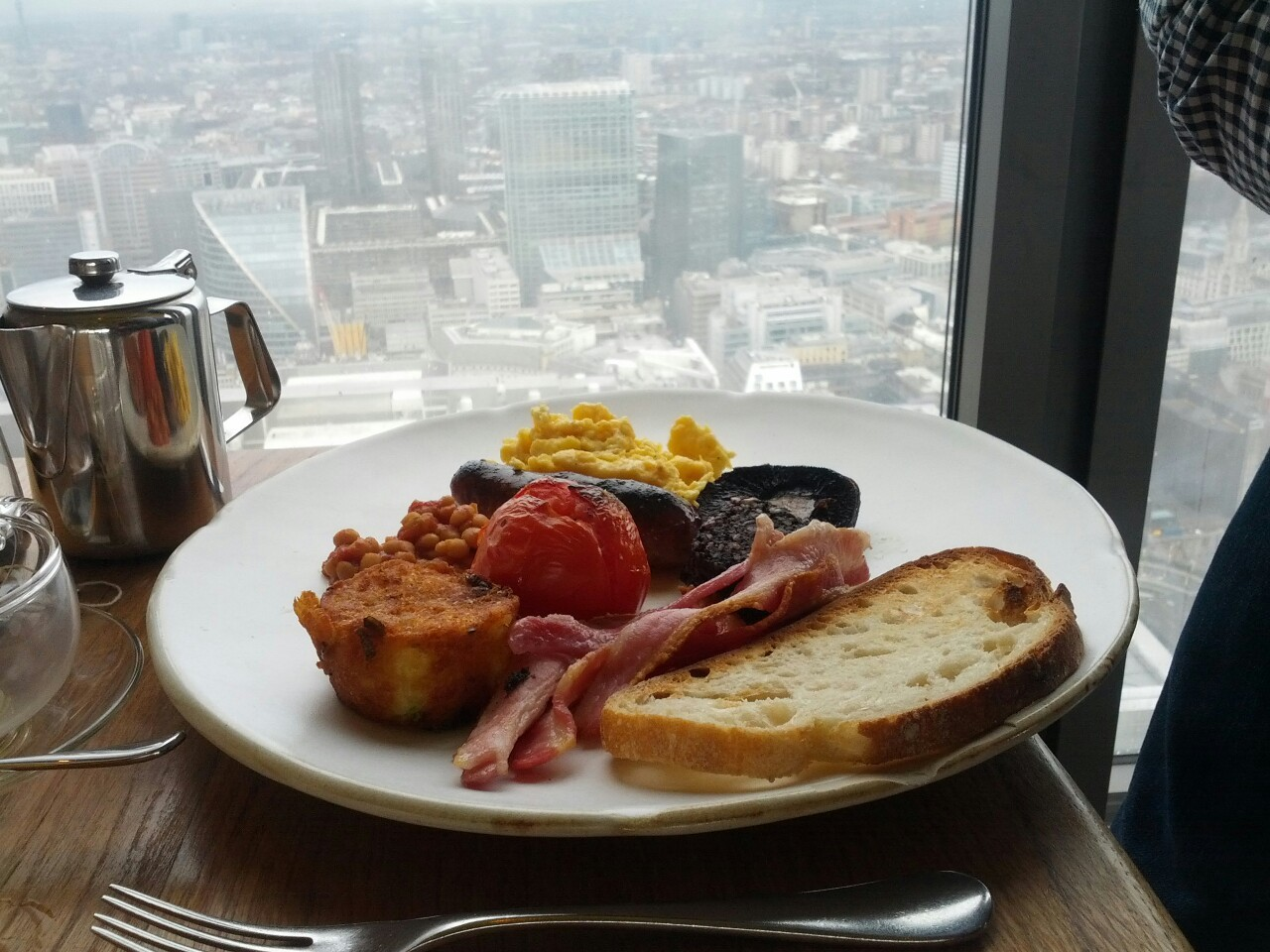 Full English in the rain clouds above London @DuckandWaffle