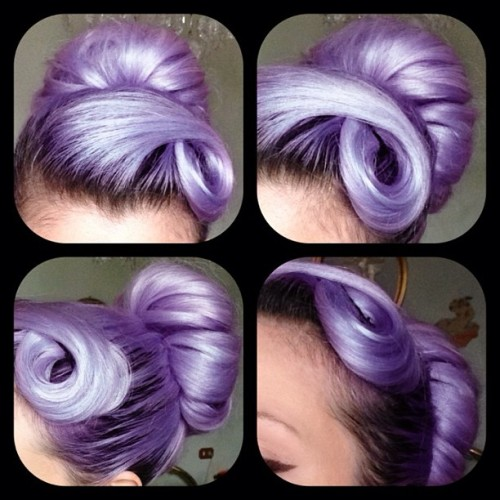 plicka:  silviapantieri:  #hair #lilachair #purplehair #chignon #me #pastelhair (presso carpi)  :O That's gorgeous!  yum