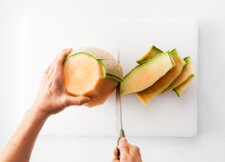squaremeal:  (via Carve Your Cantaloupe with Confidence: BA Daily: Bon Appétit)  how have I never thought of this?