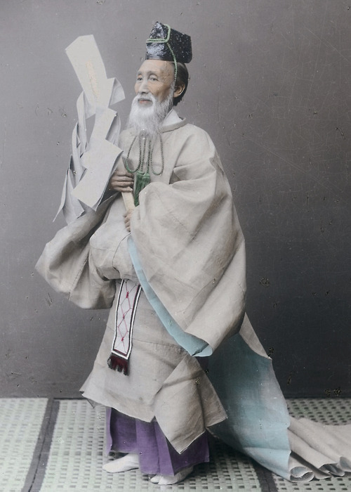thekimonogallery:  Hand-colored photo of Shinto priest.  Early 20th century, Japan. Photographer unknown
