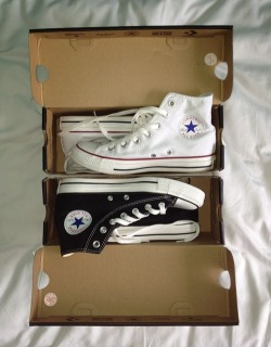 pretendto-loveme:  New Chucks, I'm in love