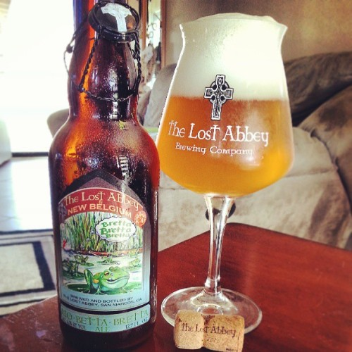 This beer is exactly 1 year old. @lostabbey & @newbelgium #MoBettaBretta all #Brettanomyces #CraftBeer #CollaborationBeer. This beer fresh was a little subdued and desperately needed age. But! This has aged into a super Funky, dirty and nasty beer (in a good way). The nose is like spooning a pig in its own pig pen. Or a wet dog on a hot summer day. OR! My sons socks after a hot school day. Body had developed nice too. A little tartness had came through with a crisp, refreshing, effervescent mouthfeel. Now this is what summer a year later is all about! (at Two Towers)