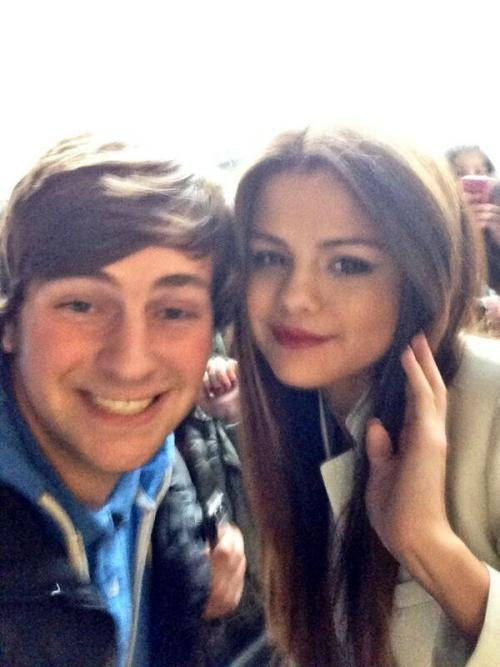 @SelGomezsBoy:Me and @selenagomez today at radio 1 :)