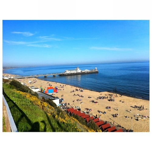 ☀💐Beautiful view 🌷🌷 #bournemouth#sky#blue#sea#cloud#beautiful#place#sand#flower#seaside#instaplace#instadaily#instagood#igdaily#iguk#iphone#iphonesia#iphoneonly#england#uk#like#happy#view (at Bournemouth Seaside)