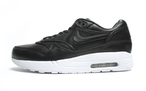 Nike Air Maxim 1 SP - Black Leather the super premium Air Maxim 1 in black leather uppers on a white sole.  just some simple colourway done up in premium materials.  click here for more pics