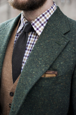 A color combo for the red-tinged gentleman