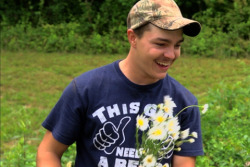 ench4nting:  umm-salsa:  umm-salsa: R.I.P. Shain Gandee im literally crying he was so sweet and his parents were so kind this is so tragic.  rip baby.