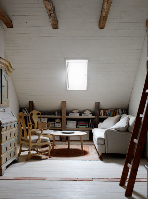 agentlewoman:  myidealhome:  cozy and relaxing attic space (via PLANETE DECO)  perfect.