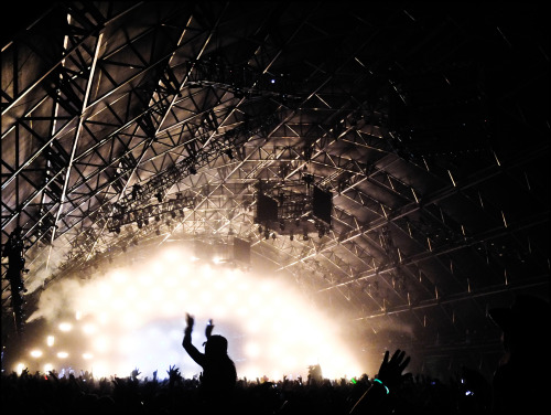The Sahara Tent: Watch the Drugs!