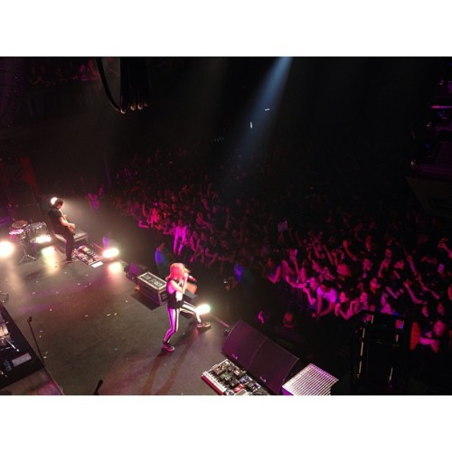 rareparamore:  Stay tuned  The Fillmore.  Wish I could be in that crowd tonight! :/ Next time Paramore comes to Maryland I swear I WILL BE THERE.