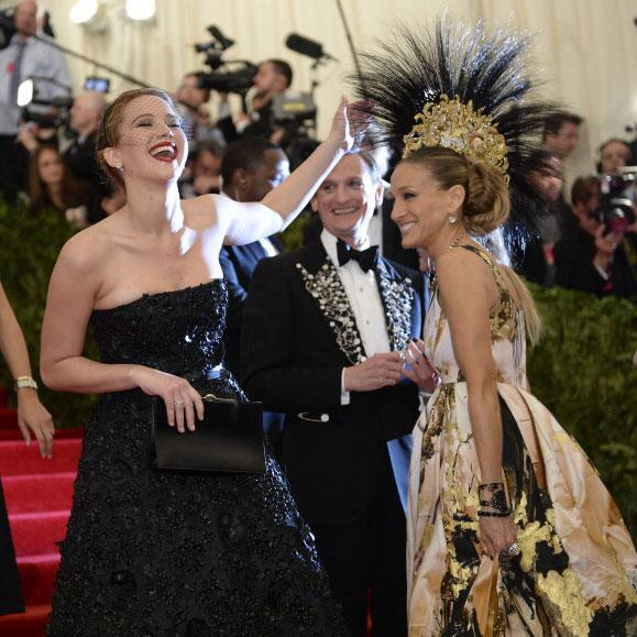 Jennifer Lawrence - Jennifer Lawrence laughing at SJP's #METGala headdress might be my favorite phot
