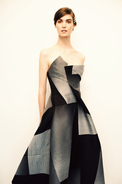 annstreetstudio:  Art influences fashion in Donna Karan's pre-fall 2013 collection…  Sublime robe Donna Karan shootée par Ann du blog From Me To You