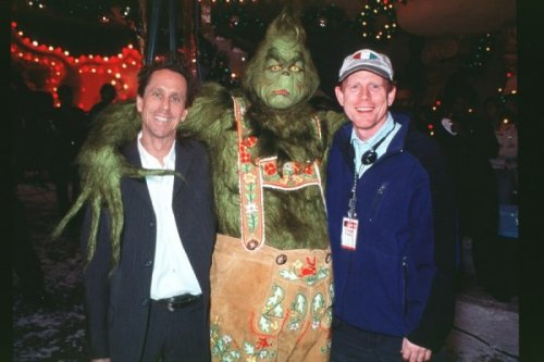 Director Ron Howard spent an entire day in Grinch makeup to see what if felt like. How The Grinch Stole Christmas (2000)